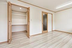 広々とした収納スペース2。 適度な仕切りで使いやすく便利。