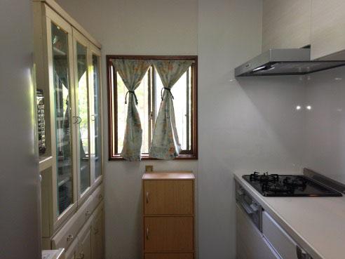 壁面もキッチンと同じ白に統一